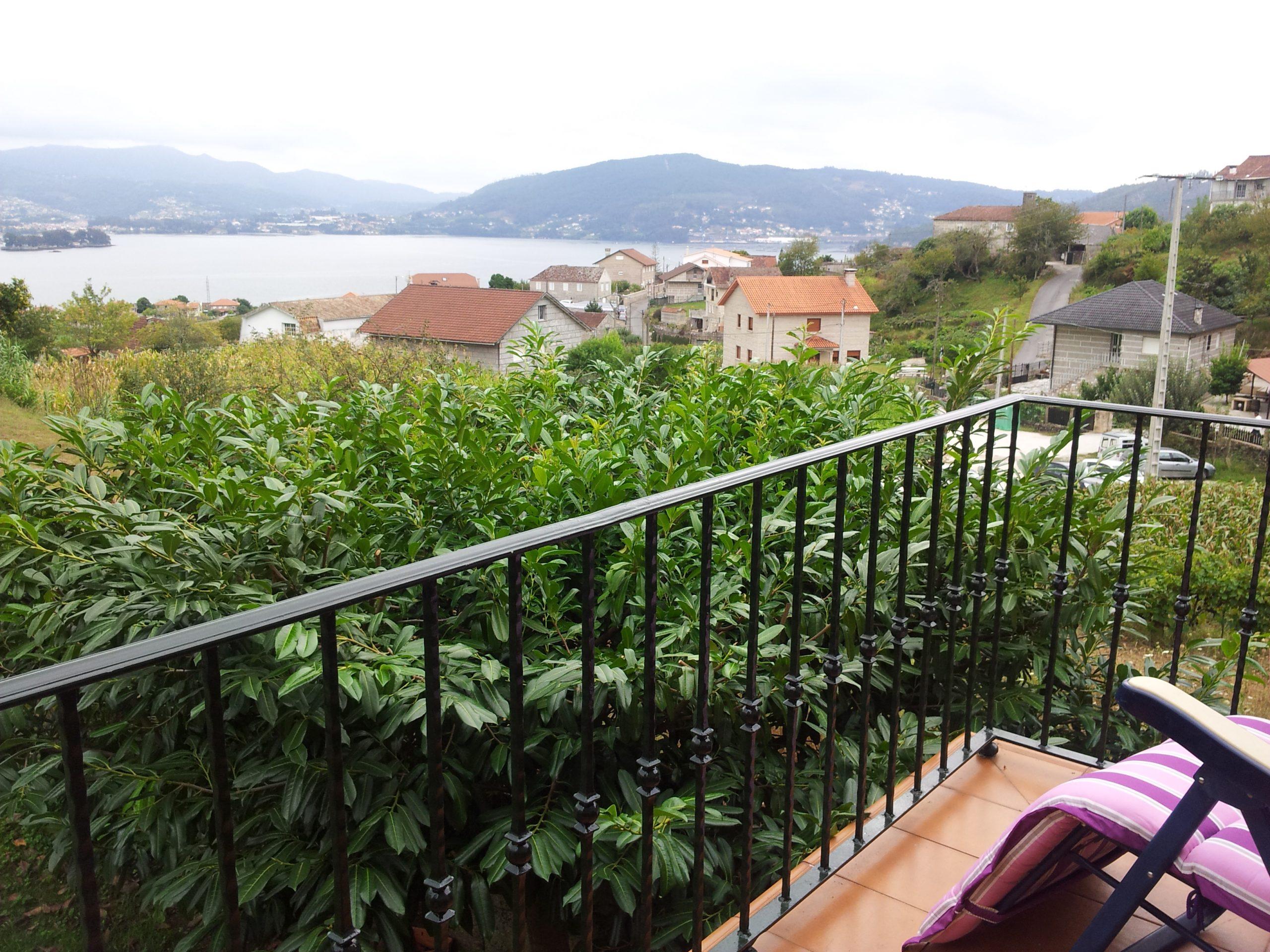 Vista Ría de Vigo e Isla de San Simón desde el balcón